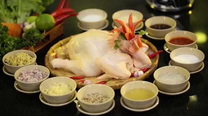 Chuẩn bị nguyên liệu đầy đủ sẽ giúp món gà hấp thơm ngon hơn